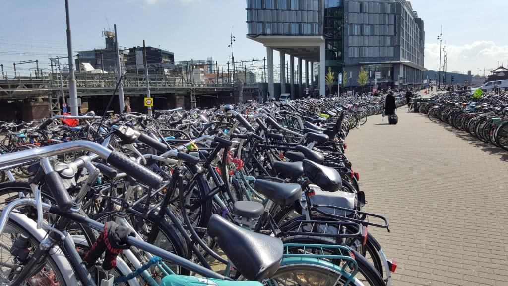 Велопарковка рядом с вокзалом