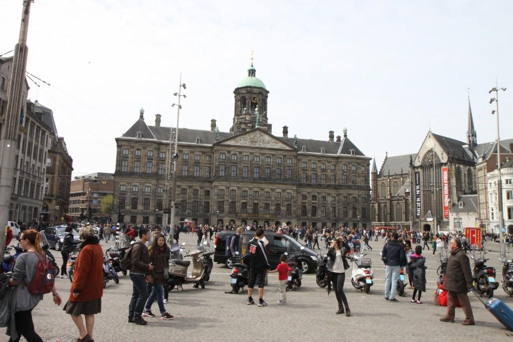 Площадь Dam. Амстердам