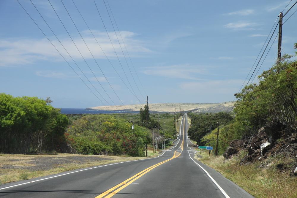 Прекрасные дороги США, прямые, ровные, отчерченные. Дорога на South Point, Hawaii. Гавайи.