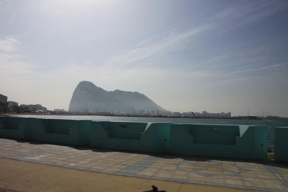 Вид на Гибралтар с испанской территории