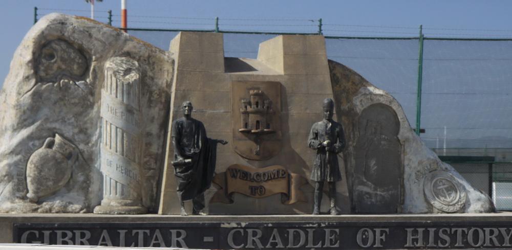 Монумент при въезде на полуостров Гибралтар