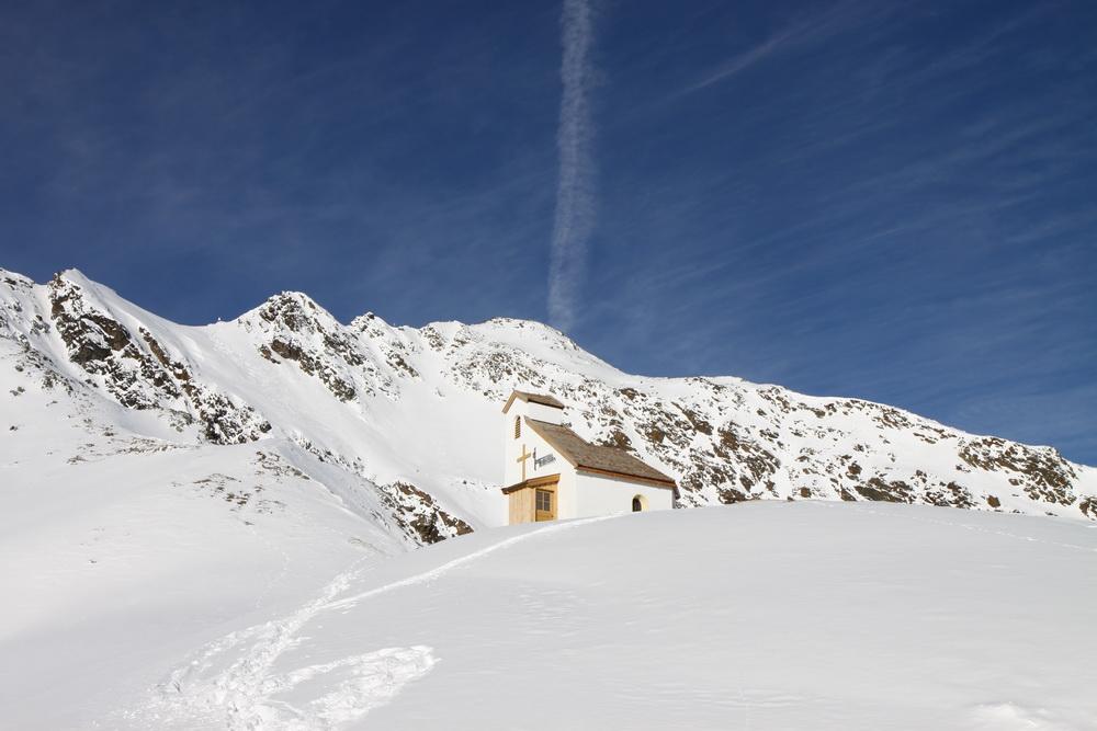 Церковь в горах. Австрия. Альпы.