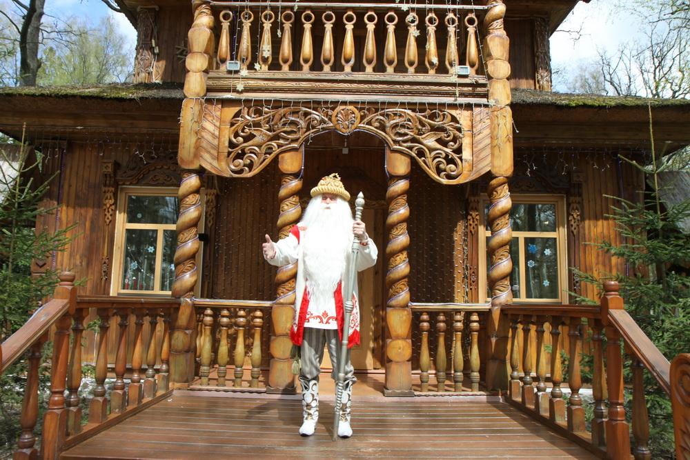 Беловежская пуща. Резиденция Деда Мороза. Вольеры с животными.