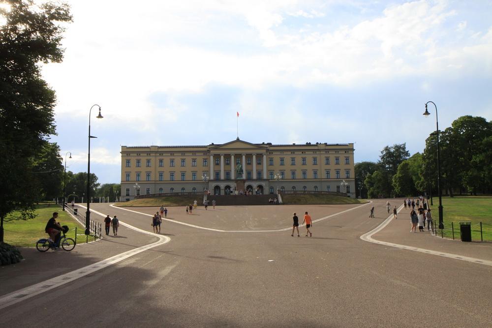Норвегия. Осло. Королевский дворец. Norway. Oslo